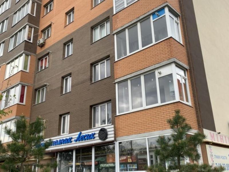 Двухкомнатная квартира общей площадью 67 м2 с ремонтом,бытовой техникой и мебелью