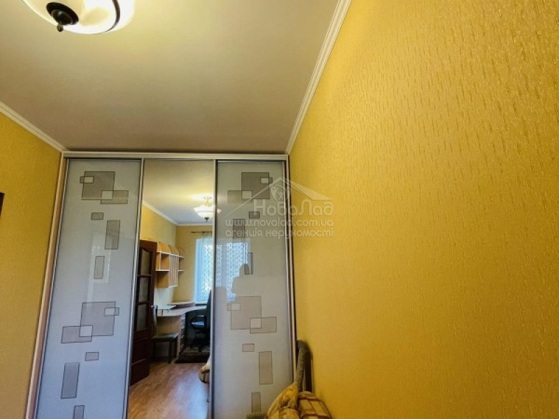 Продам двухкомнатную квартиру на Печерске, 3 минуты до метро 44 м2